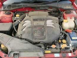 ボクサー6エンジンです。