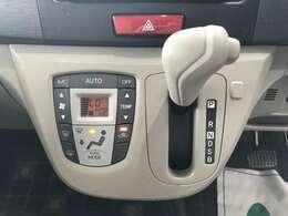 温度調節がカンタンにできるオートエアコンもついてます♪♪