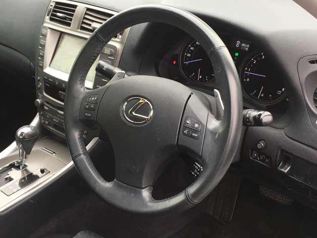 当社の展示車両は、自社工場にて入庫点検や試乗点検を一定基準すべてクリア―した車両を自信を持って販売しております。専任スタッフによる厳しいチェック済みの車輌のみ販売しておりますので、ご安心下さいませ☆