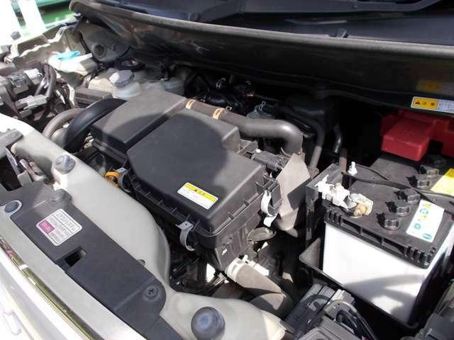 エンジンルーム左側からです!アイドリングストップ付きですので、燃費も良いですよ!