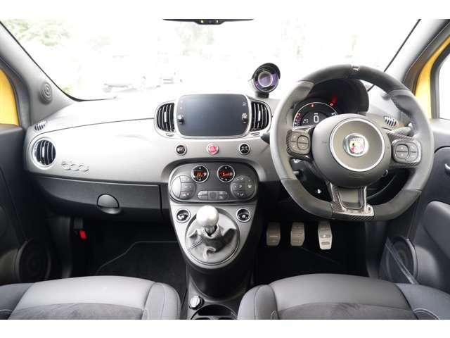 視野が広いため、左右の見切りが良く運転しやすいコックピット。