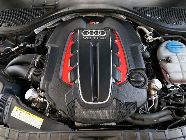 ●V8 4L TFSIツインターボエンジン『入庫時の状態もとても良く、エンジン機関も良好!ぜひ一度現車を御覧下さい!他にも多数の在庫を展示!』