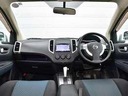 低く幅広いフロントスペースに、コンパクトワゴンとしての多機能性を最大限に表現したインテリアデザインです。