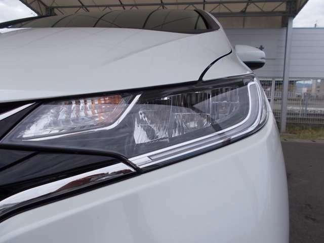 【LED】純正LEDヘッドライトが装備されています。夜間走行時や雨の日に明るく安全に前方を照らします。また見た目もかっこいいです♪