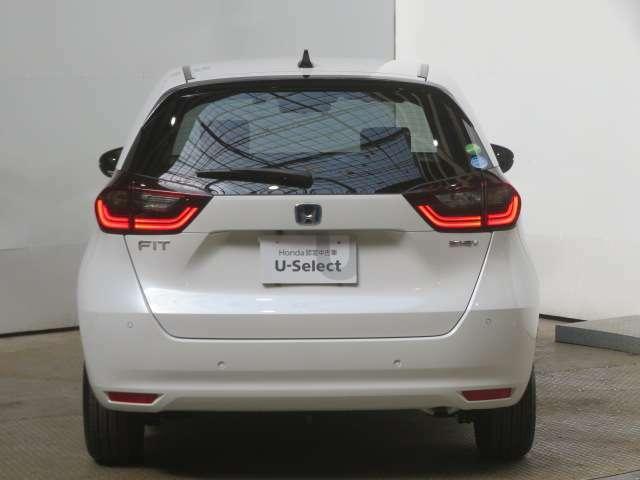 こちらのおクルマはメーカー保証期間内ですので新車一般保証特別保証を継承いたします(一般保証は新車登録月から3年間または走行60000kmまで 特別保証は新車登録月から5年間または100000kmまで)