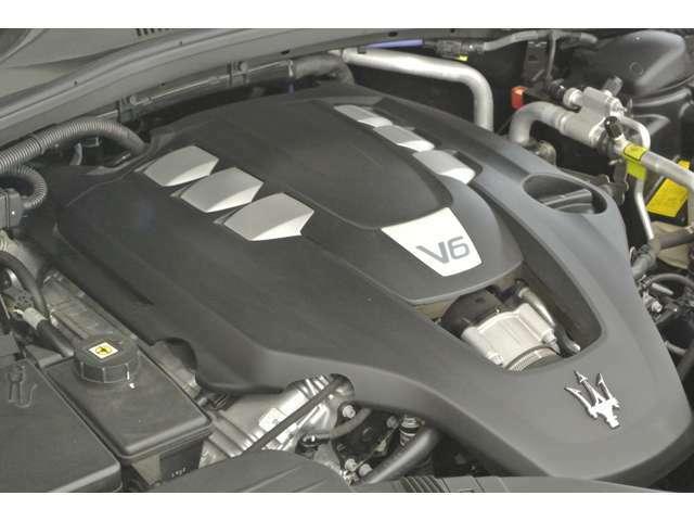 V6、3000CCのエンジンはツインターボで330馬力(カタログ値)をたたき出します。今もフェラーリの工場で作られるエンジンです。興味を持たれましたら【マセラティ江東】までお気軽にお問い合わせください!(^O^)/