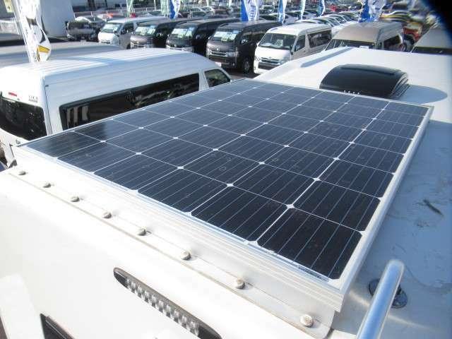 屋根にはソーラーパネルも装備です!あると嬉しい装備ですね♪