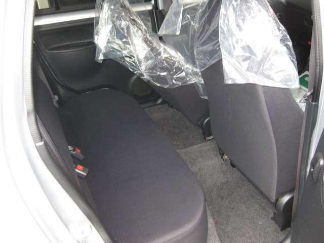 後部座席も当然、綺麗・清潔に仕上げております。内装の綺麗なお車は気持ちが良いですね♪