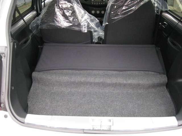 コンパクトサイズでも、今やラゲッジスペースの充実は当たり前です!たくさん荷物を詰めて便利です♪