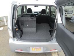 リヤシートは一席ずつ格納できます☆分割で操作できる便利なリヤシートなので、積み込む荷物の量や大きさに合わせて荷室を広げたりできます♪