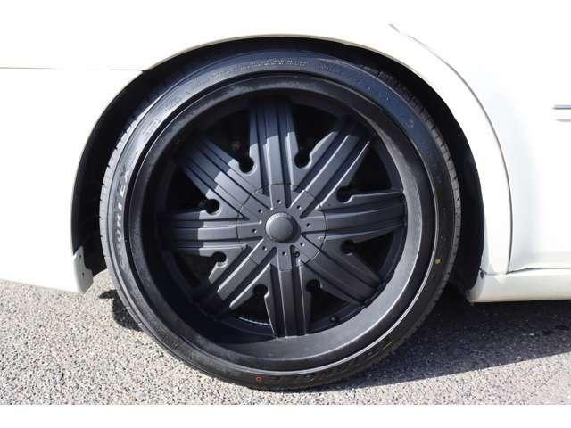 新品タイヤ・社外22インチアルミ艶無しブラック塗装♪