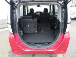 リヤシートは一つずつ格納が可能ですので、シートアレンジが豊富です☆荷物の量や大きさに合わせて荷室を広げたりできます♪