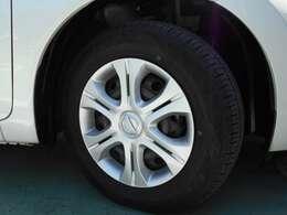 日産純正ホイールキャップ タイヤサイズは185/70R14です。