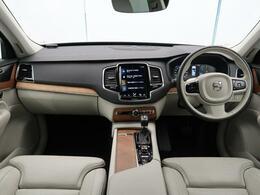 弊社デモカーUP!XC90 D5 AWD インスクリプションが入庫いたしました!人気のディーゼルモデルです!7人乗りで快適空間のこのお車、360°ビュー・シートヒーターなど快適装備が多数の一台です!