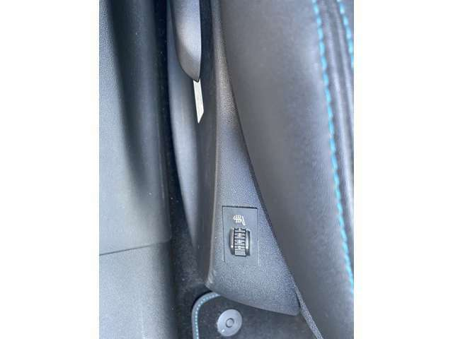 運転席助手席シートヒーター付きです
