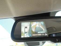 """""""アラウンドビューモニター""""装備なので上から見下ろす感覚で駐車する事が出来ます。映像はルームミラーに映ります。"""