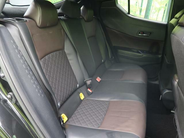 ●セカンドシートは使用感も少なくキレイな状態です!大人でも快適に乗って頂けます♪