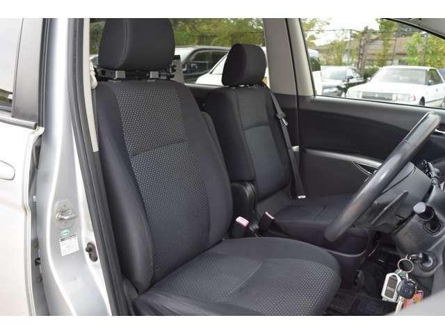 運転席シートの写真です。キレイな状態を保っております。