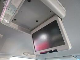 ■ 装備4 ■ 純正フリップダウンモニター:後席からでもテレビ、DVDを快適に視聴出来ます!