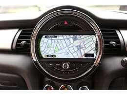 ナビゲーションで、はじめての道や遠出でも安心、もちろんCDプレーヤー搭載なので、好きな音楽を聴きながら楽しいドライブを!!