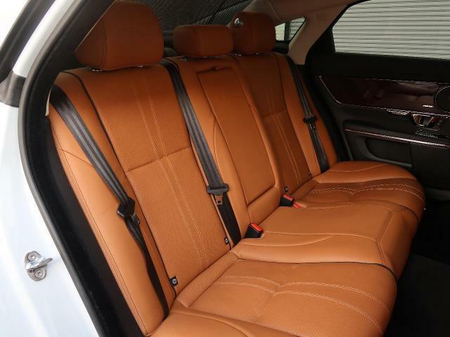 輸入車ならではの洗練されたデザイン、高品質のタンレザーシート!英国らしい気品高いインテリアに仕上がっております!また、『インテリアレザーガード』も扱っています。詳しくは店頭スタッフまで♪