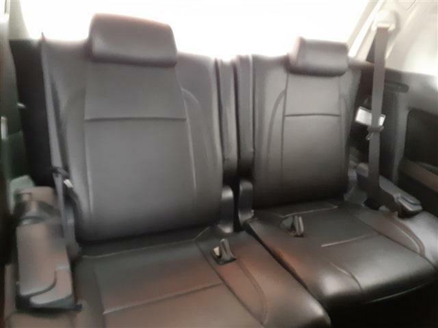 運転席側1列目サードシートも広々♪