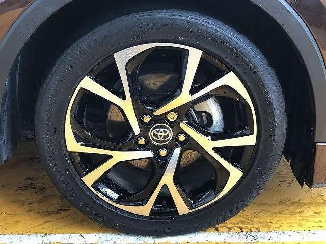 純正18インチアルミです!新品タイヤをご希望の方は遠慮なく申し付けて下さい!!