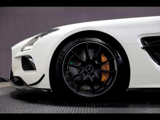 AMG カーボン セラミックブレーキ専用マットブラックペイント19/20インチAMG10スポークアルミ ホイール(鍛造)