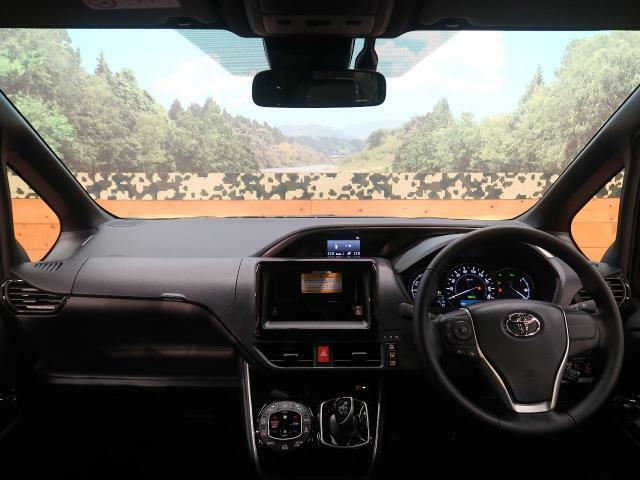 R3年式新型モデル。ヴォクシーハイブリッドZS 煌IIIが入庫しました!!内外装に専用のメッキ加工。シートも上質なデザインとなっております!!
