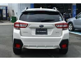 リアスタイルは重要ですよね!後方の車から常に見られるからカッコいい方がGOODですよね!シンプルなデザインの中にキラリと光り輝くSUBARUの証「六連 」
