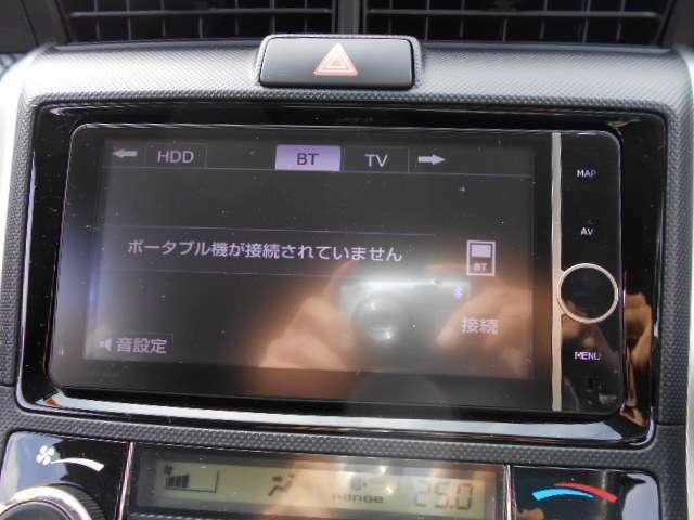 トヨタ純正フルセグ付SDナビ(NHZT-W62G)が付いています。地図データは2017年春版です。