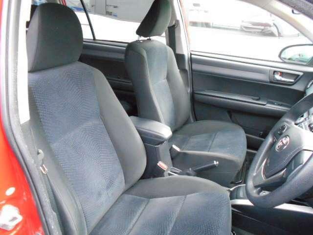 フロントシートは、クッションが厚く、快適な座り心地です。また、体を支える、サイドサポートもしっかりデザインされています。