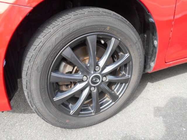 175/65R15で、社外アルミを履きタイヤの溝は前後2ミリと、寂しいです。