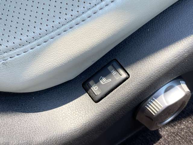 ≪シートヒーター≫ 寒い季節には嬉しいシートヒーターが運転席/助手席に付いております!