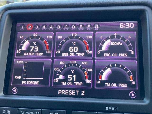 ≪マルチファンクションディスプレイ≫ 水温や油温などさまざまな情報を表示させることができます! スポーツカーならではのカッコよさです!