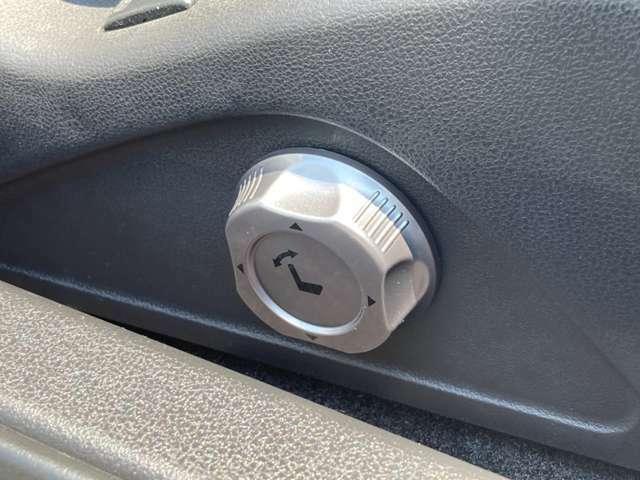 ≪パワーシート≫ ドライバーの好みに合わせたシートポジションに微調整が可能です! 動かしたい方向にスイッチを動かすだけの簡単操作です!