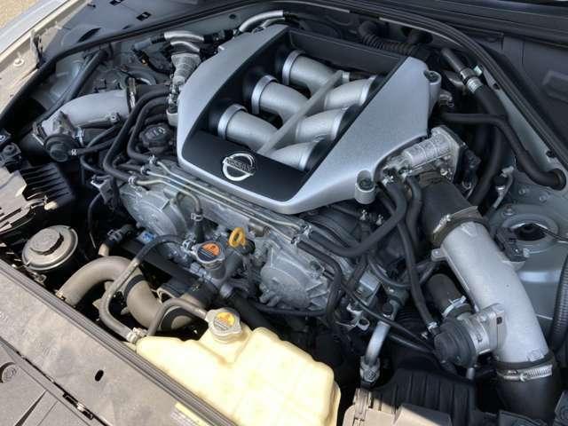 ≪ツインターボエンジン≫ VR38DETTのツインターボエンジン搭載です! この車がオートマ免許で楽しめるのは良いですね!!