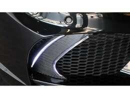 今回のベース車両は純正ブラックボディとなる『ブラックサファイア』で、内装はシックで雰囲気のあるのシナモンブラウンレザーシート/シートヒーターが完備されております。