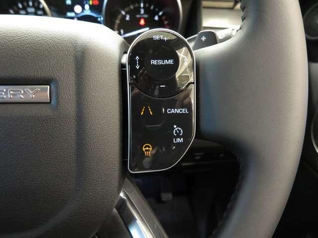 【ドライブパック メーカーオプション参考価格171,000円】前車追従式アダプティブクルーズやブラインドスポット、自動緊急ブレーキなどを装備したセーフティパッケージ。