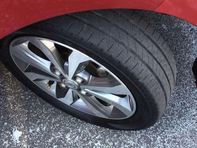 タイヤの残り溝は十分です。