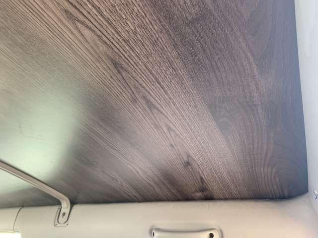 天井も木目調のお洒落なデザインですよ♪