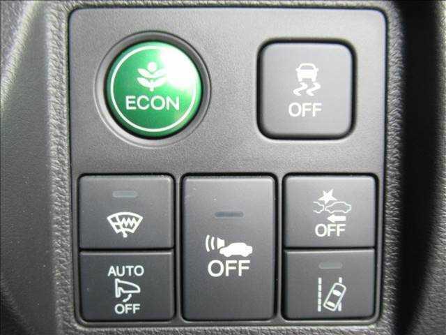 【衝突軽減ブレーキ】万が一のときにレーダーやセンサーなどが前方障害物や車両などを検知し、衝突の可能性がある際に緊急ブレーキをかける機能です。