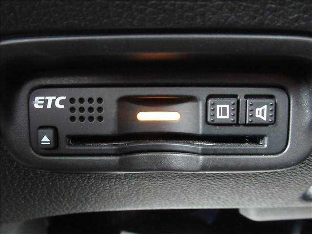 【ビルトインETC】で高速道路もスムーズに乗り降り可能で、ご納車直後からの遠距離ドライブも可能です。