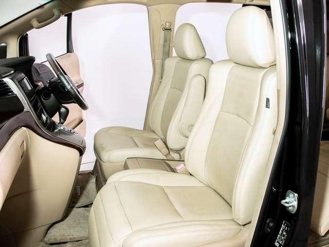 人気の本革シート装備!高級感のある幅触りや座り心地を体感して下さい!