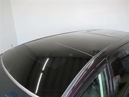 開放的なドライブをお楽しみいただけるサンルーフ。晴れた空の下、サンルーフを開けてのドライブは気持ちよさそうですね。当然後付けはできないので、サンルーフ付きのU-Carはお得です。