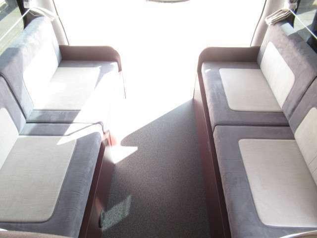 最後部は横座りのシートとなっております!ご不明点お問い合わせ下さい♪
