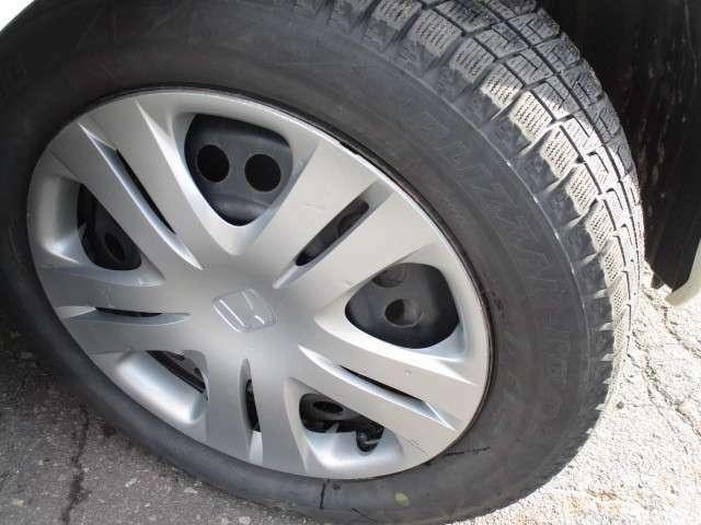 タイヤサイズは、175/65R15です。
