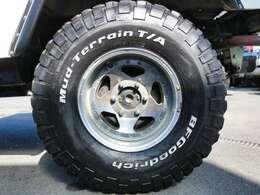 15インチ社外アルミ&BFG MT タイヤの組み合わせです!