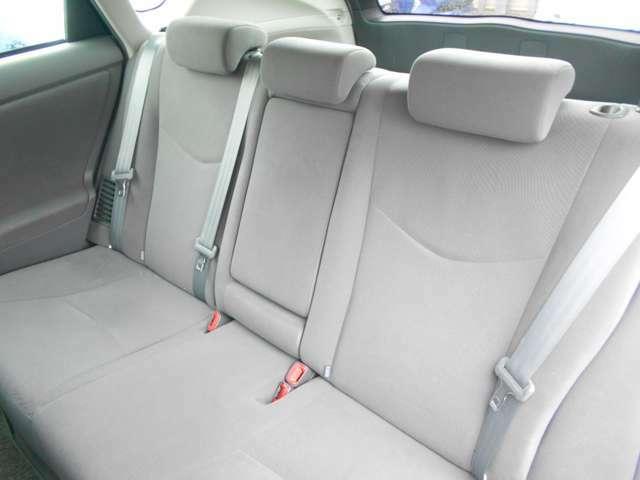 大人でも十分な後席空間です。これなら長距離移動も楽ですね!