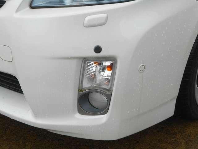 フロントフォグランプは夜間の視認性をサポートします。コーナーセンサーは四隅の障害物を音で案内。安心ですね!(あくまで補助装置です。)